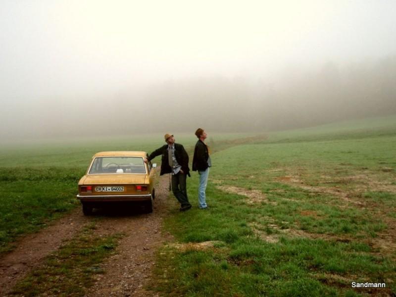 Vergangenheit im Nebel. Wir fahren weiter.