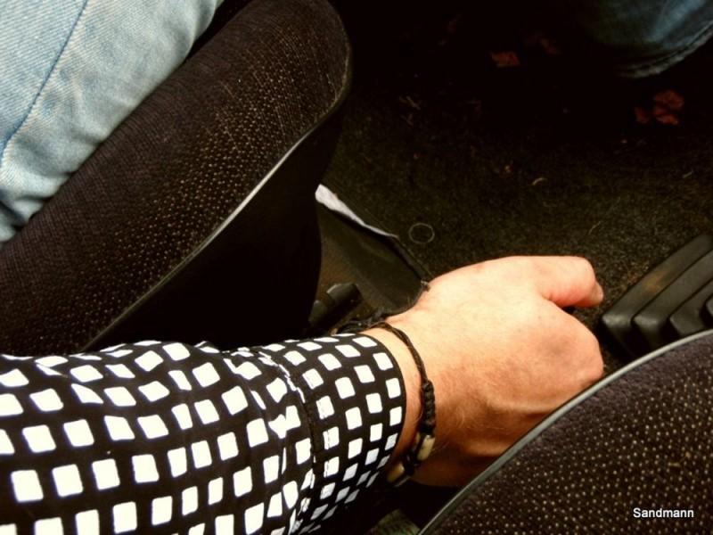 Die Hand an der Bremse, nicht an der Wiege