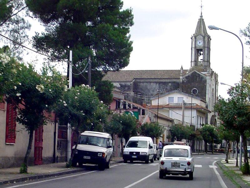 Alter Fiat, noch ältere Kirche