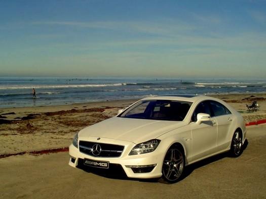 Weißer Sand, weißes Auto