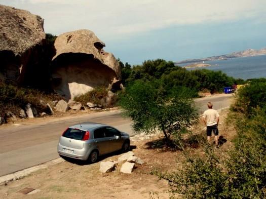 Krasse Felsen an der Straße