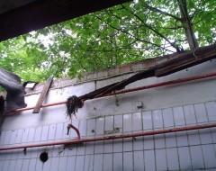 Zerstörtes Dach