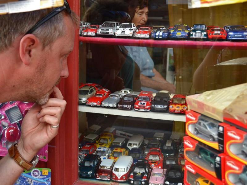 Autos. Überall Autos. Gut so.