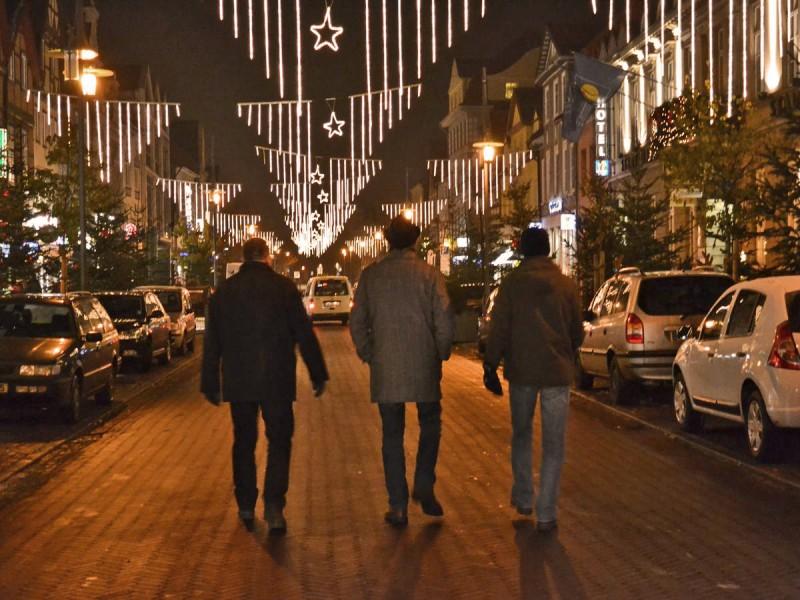 Drei Freunde auf dem Weg nach Hause