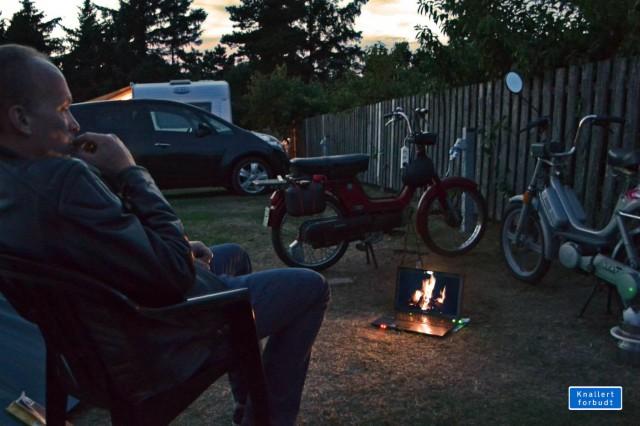 Männer gucken gern auf Feuer