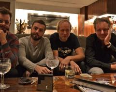 Tim, Kai, Helge, ich und Gin.