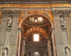 Seitenschiffe größer als die meisten Kirchen