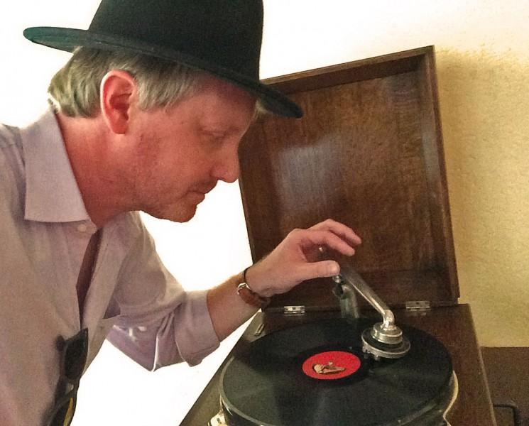 Er nahm sogar das Grammophon mit auf seine Safaris.