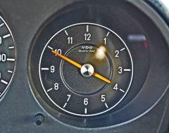 Analoge Zeituhr, wichtiger als ein Drehzahlmesser