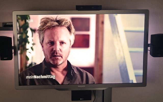 Da ist er. Im Fernsehen.