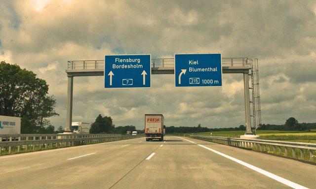 Von der großen Autobahn runter